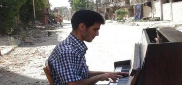Aeham enyhet adó zongorajátéka