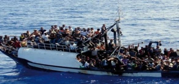 Bateau de migrants en Méditerranée