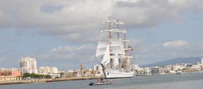 """Nos dias 9 e 10 de Maio é o """"Cruise Day Lisbon"""" onde é possível visitar o navio-escola Sagres e em dois navios de cruzeiro, com entrada livre."""