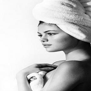 Nur mit einem Handtuch bekleidet: Selena Gomez