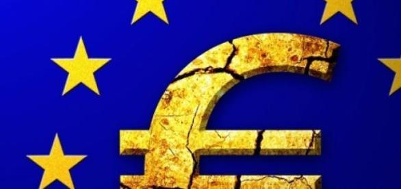 symbol of the EU with cracks