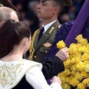 Putin składa wieniec ku czci ormiańskich ofiar