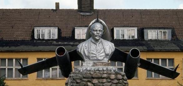 Lenin, imbalsamat cu tehnici speciale