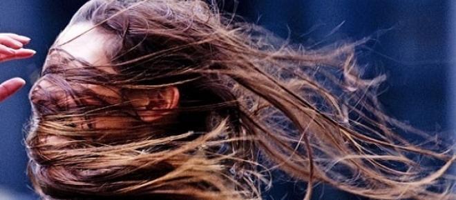 O ambiente estraga o seu cabelo! Saiba quais são os principais elementos que provocam danos e o que pode fazer para o proteger.