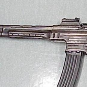 Egy születésnapi Sturmgewehr 44-es gépkarabély