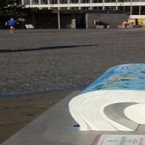 """Tower of London melletti köztéri """"könyv"""""""