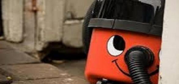 Henry, a porszívó és persze, hogy piros