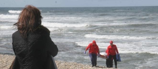 Cadáver não indetificado encontrado por pescador em praia de Esposende, distrito de Braga. A situação ocorreu esta manhã de domingo e autoridades investigam