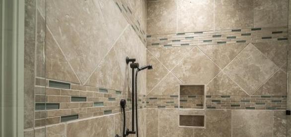 A  zuhanyozás frissíti a keringést.