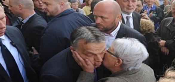 (fotó: bame) Orbán és az ő csókja