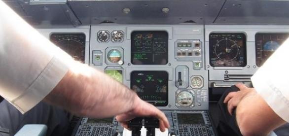 Intérieur d'un cockpit d'Airbus A320