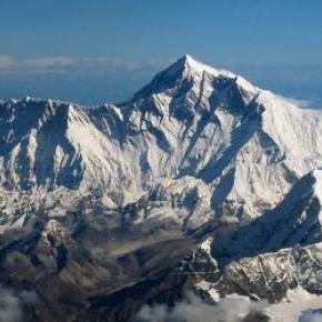 A Mount Everest is megsínylette a földrengést
