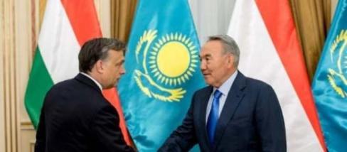Nazurbajev kezet és fővárost nyújt Orbán Viktornak