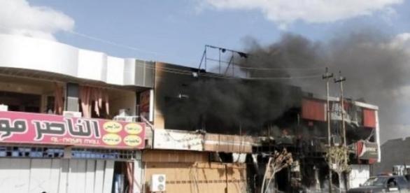 Magasins et maisons en feu à Tikrit
