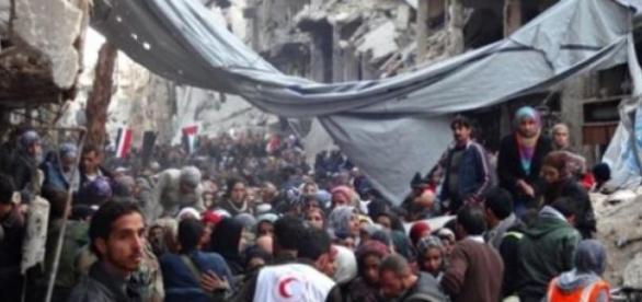 Refugiati din tabara de la Yarmouk