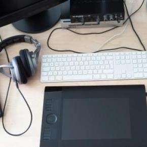 Íme, a digitális toll, és a hozzá tartozó tábla.