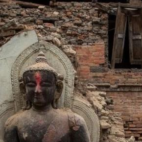 În fața seismelor, doar zeii rămân de neclintit