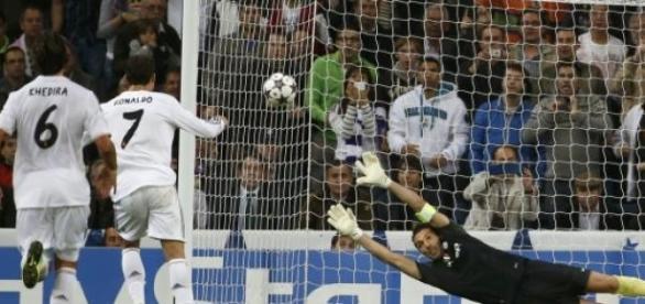 Czy Ronaldo znów pokona Buffona?