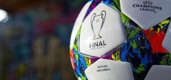 Oficjalna piłka Ligi Mistrzów 2014/2015