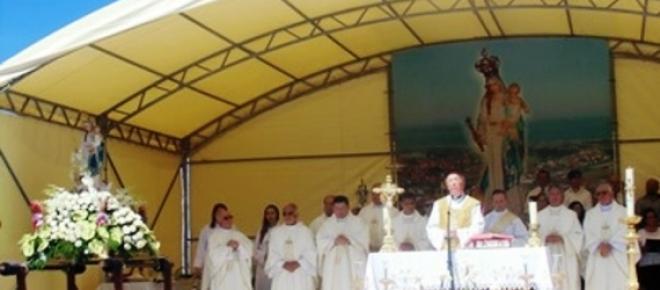 Aspecto da Celebração da Missa Campal no recinto da da Srª da Guia em Belinho-Esposende