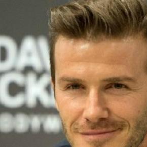 David Beckham és a napjainkban viseletes frizurája