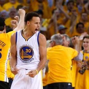 Stephen Curry anotó 5 de 11 triples para 33 puntos