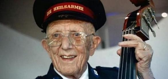 A 95 éves Emil Ramsauer lelkesen játszott.