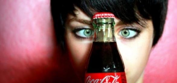 A garrafa da Coca-Cola faz 100 anos.