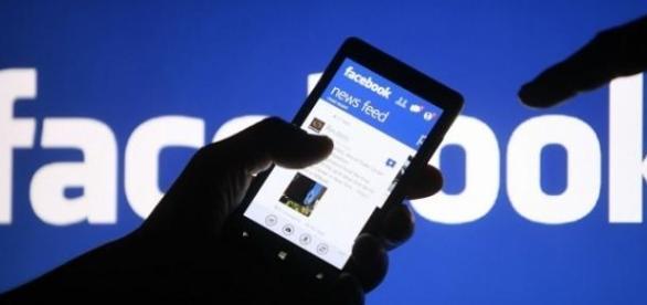 Féltékenységre, depresszióra késztethet a Facebook