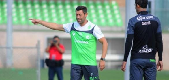 Pedro Caixinha, treinador português