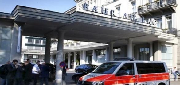 A zürichi szálloda előtt a rendőrség