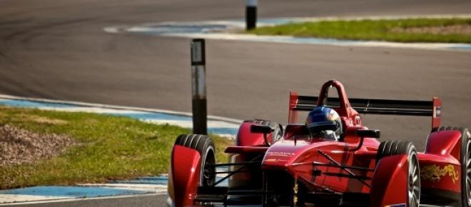 Masina de curse electrica din divizia Formula E, finantata de catre FIA.