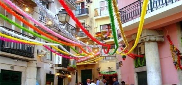 Rua de Lisboa durante as festas de Santo António