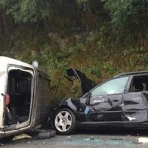 Oito feridos resultantes da colisão