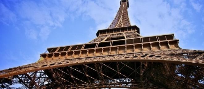 Torre Eiffel vista desde abajo. Fuente: pixabay
