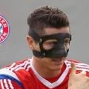 Lewandowski w specjalnie zaprojektowanej masce