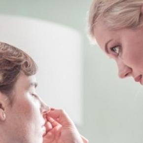 Christine schminkt iheKunden für besondere Events