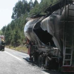 Cisterna destruida pelas chamas