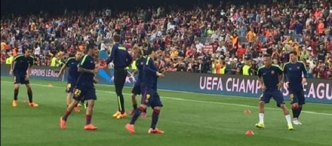 Jogadores do Barcelona se aquecem antes da partida