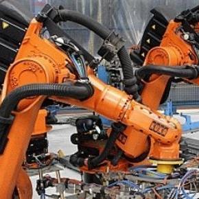 Kínában épül az első robotgyár