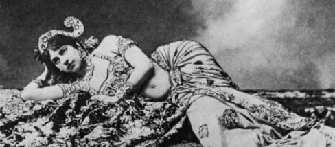 Mata Hari, aki egy akut sortűzbe halt bele