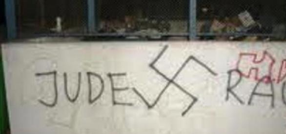 Rasistowskie napisy na murach