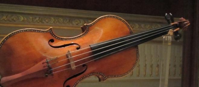 Vioară produsă de Antonio Stradivari