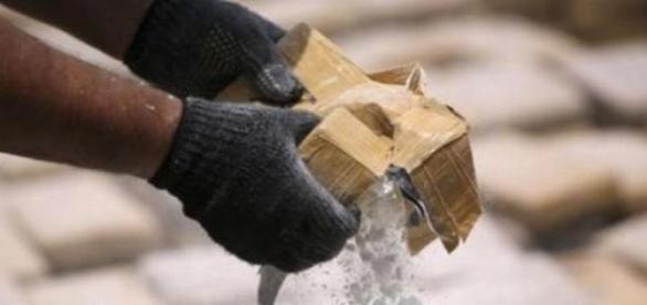 Români prinși cu 149 kg de cocaină