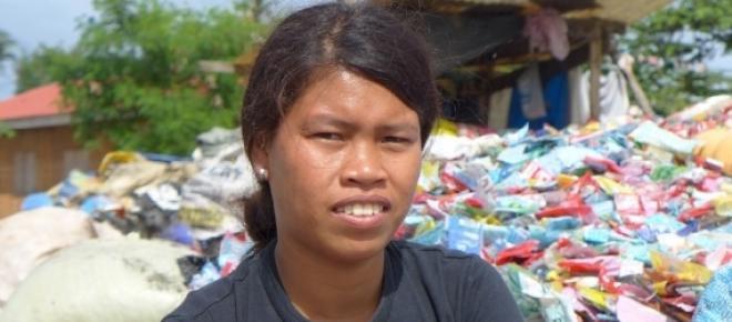 <p>Bild 1: Roselyn Bacalla (19) lebt im Müll</p>   <p>Bild 2: Jumarie ist 17 Jahre und sucht nach Essen im Müll, um zu überleben<br /> </p>