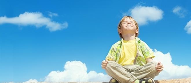 Fale alfa powodują szczególny stan umysłu, który sprawia, że możesz żyć w radości i zdrowiu przez długie lata. Jak uzyskać szczęśliwy stan umysłu, nauczysz się od dzieci.