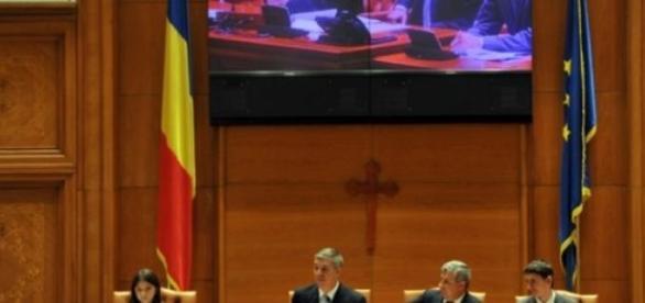 Parlamentarii și-au votat singur pensii uriașe