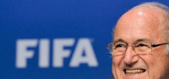 Blatter no aguantó más la presión