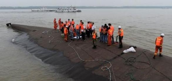 China boat capsized in Yangtze River