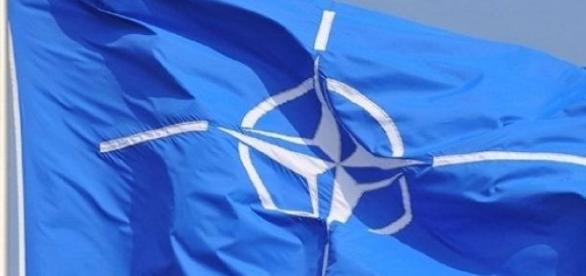Официальный флаг Северо-Атлантического Альянса.